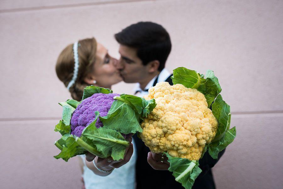 fotografo bodas navarra, restaurante marisol, nacho bueno, fotografia de boda, coles, morado y amarillo