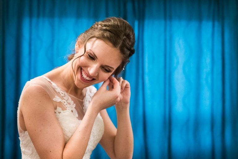 novia en fondo azul en pamplona