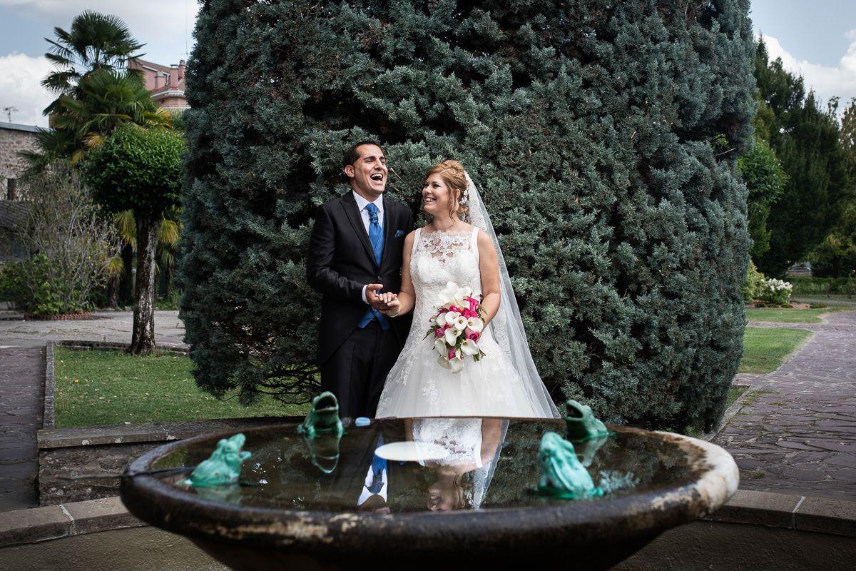 reportaje de boda en parque del mundo en Pamplona