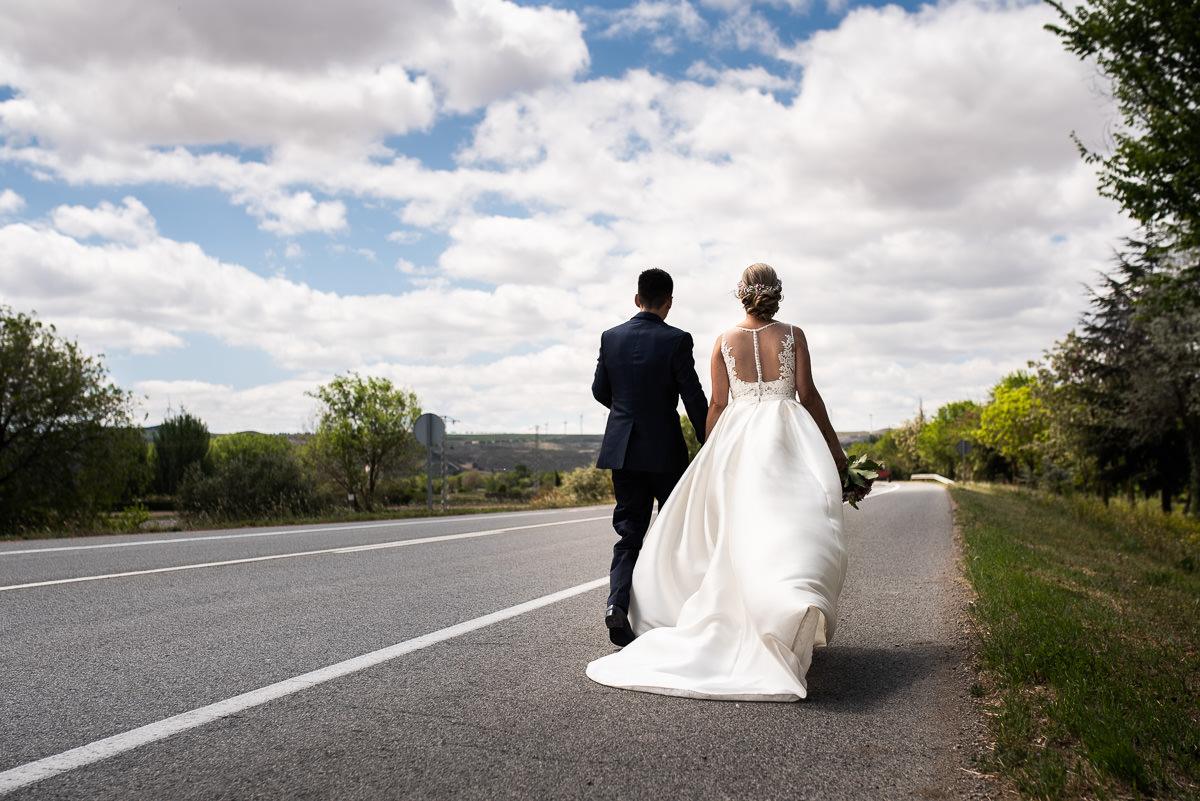 fotografo de bodas en navarra carretera