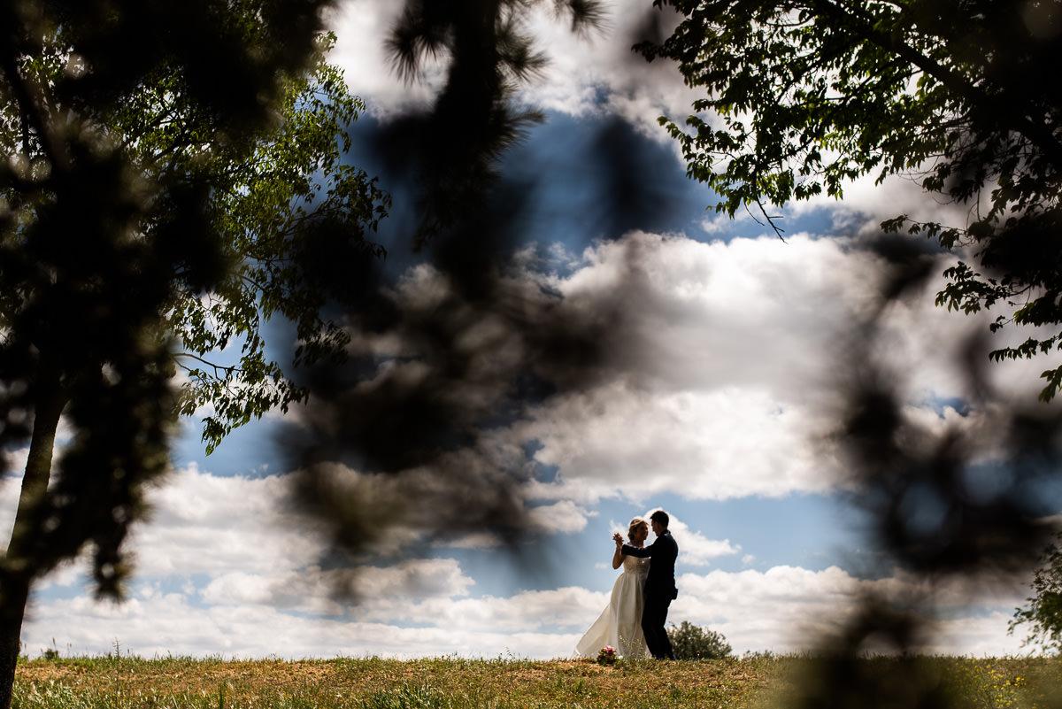 fotografo de bodas en navarra pareja bailando