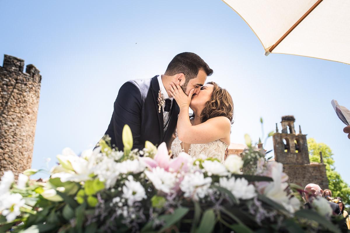 besos de recien casados en Casa fuerte san gregorio